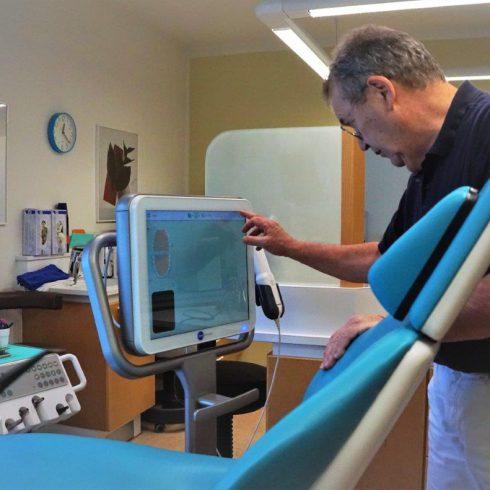 Dr. Schwerd Unsichtbare Zahnspangen Technik 4